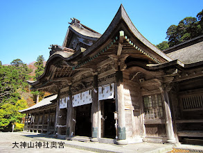 Photo: 社殿は全国最大級の権現造り・国の重要文化財