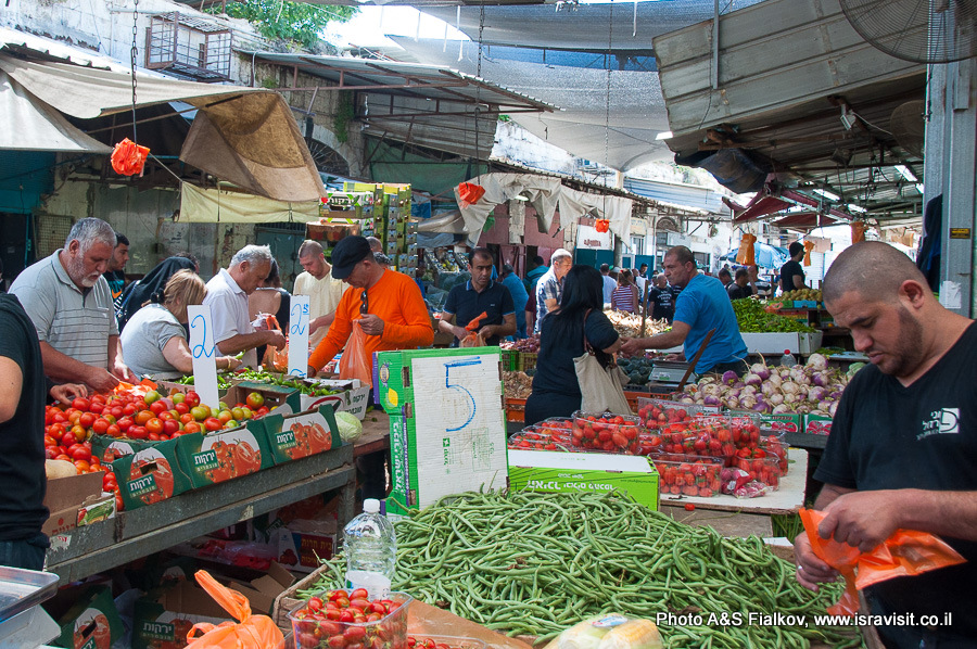 Торговый ряд рынка Рамле.