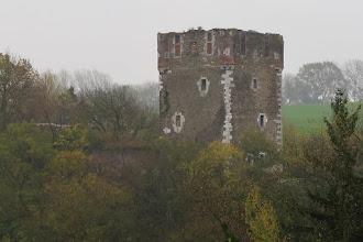 Photo: Avec vue sur l'ancien château de Saive