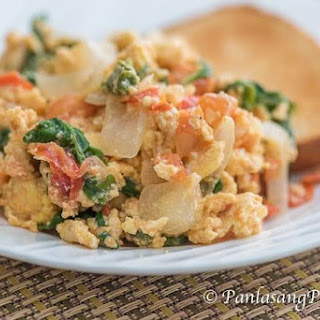 Scrambled Eggs with Tomato, Onion, and Spinach