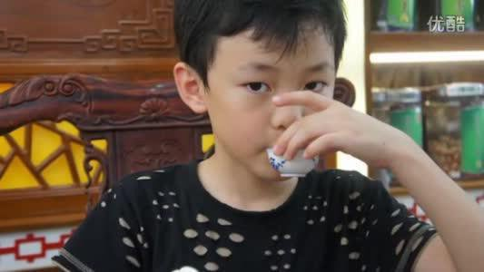 chenle sipping tea