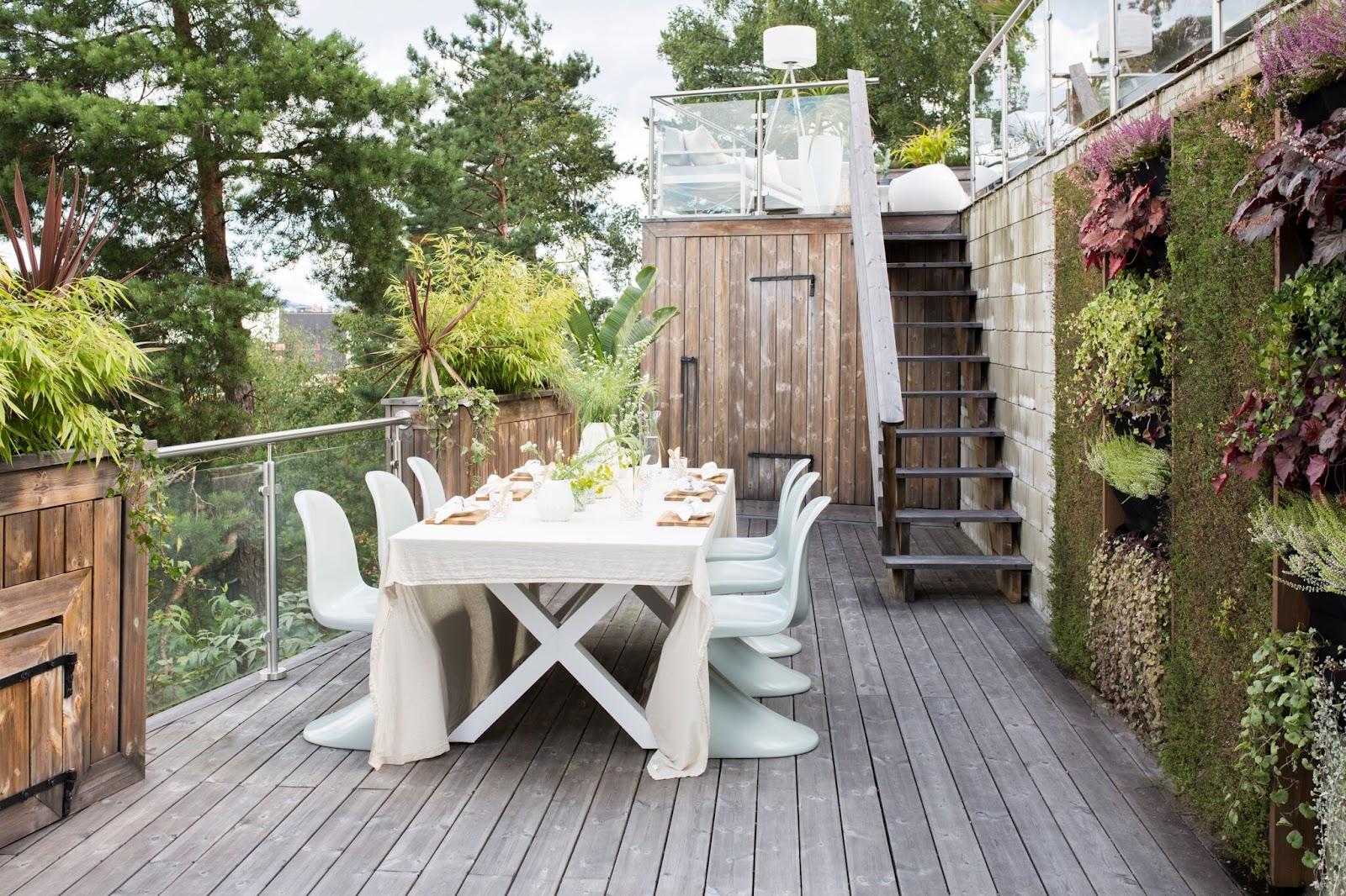 plusieurs espaces sur une terrasse