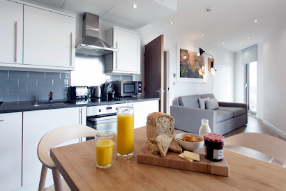 Great West Road Apartment in Brentford
