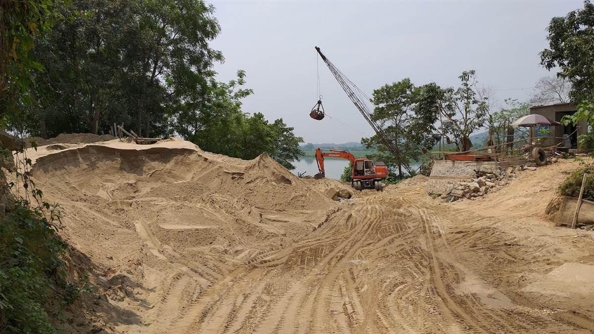 Nhiều bến, bãi tập kết cát, sỏi trên địa bàn tỉnh không được cấp phép,              không nằm trong quy hoạch nhưng vẫn ngang nhiên hoạt động lâu nay