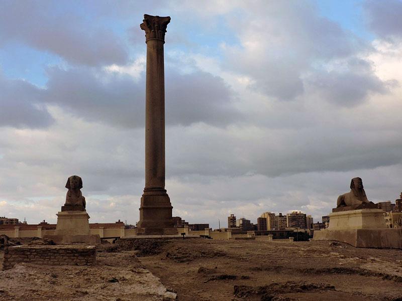 Колонна Помпея и Сфинкс