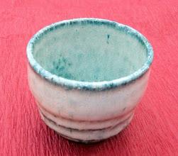 写真: 海鼠釉ぐい呑み 沖縄特産のサトウキビの灰を使い海鼠釉作り焼き上げました。 掲載作品のお問い合わせは ℡/FAX 098-973-6100でお願致します。
