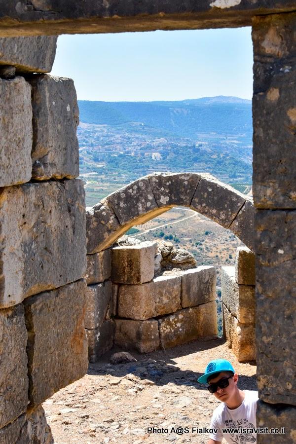 Экскурсия в крепость Нимрод. Путешествия по Израилю.