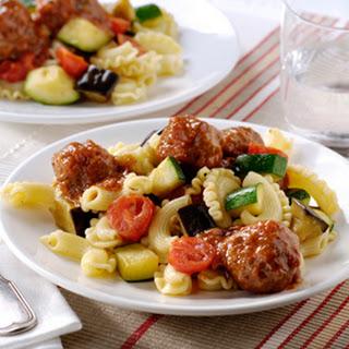 Gehaktballetjes alla Pizzaiola met knoflook en groentenpasta