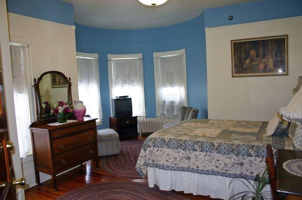 Historic Mansion House Inn