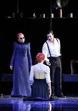 Photo: Wien/ Theater in der Josefstadt: FRÄULEIN JULIE von August Strindberg. Premiere 6.10.2015. Inszenierung: Anna Bergmann. Sona MacDonald, Bea Brocks, Florian Teichtmeister. Copyright: Barbara Zeininger