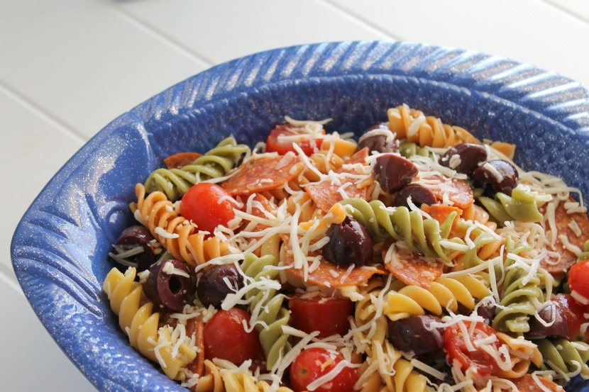 The perfect dish to bring to an end-of-summer party, this Pizza Pasta Salad is extremely kid-friendly, too!
