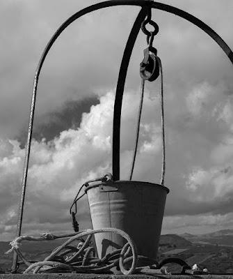 Il secchio e la corda. di Libero