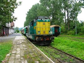 Photo: Kudowa Zdrój: SP32-209 a za nią skład pociągu Kamieńczyk.