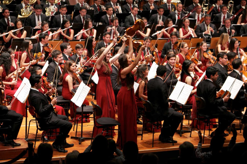 La alegría de los músicos venezolanos volvió a conquistar a los espectadores de Toulouse. Con un lleno total del Halle aux Grains, el público que asistió al concierto de la SJC en la llamada Ciudad Rosa, reafirmó el deseo de ver cada año a una orquesta de El Sistema en esta localidad del sureste de Francia.