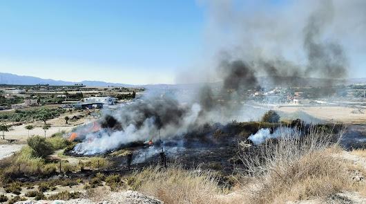 Incendio en Vera, cerca de su núcleo urbano