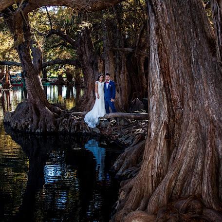 Fotógrafo de bodas Cuauhtémoc Bello (flashbackartfil). Foto del 05.12.2017