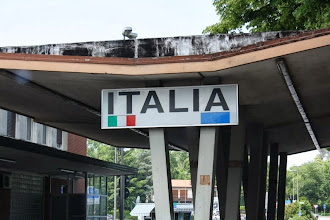 Photo: Für ca. 80 km geht es durch Italien.