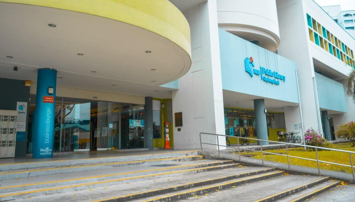 Pintu masuk Geyalng East Public Library
