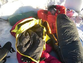 Photo: Bivak, nachdem unser Zelt an Camp Muir wegen Sturm zurstört war.
