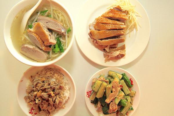 高雄新興區。飄香超過40年,用餐氛圍很高雅舒服,有超多菜色供選擇,整體餐點美味定價稍微偏貴 聰明鴨肉飯。 樂 天 小 高の美食之旅