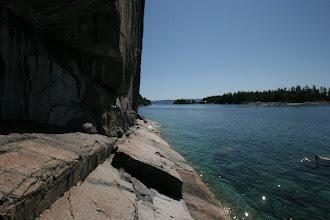 Photo: Wenig Platz zum Sehen der Felszeichnungen