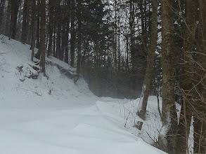 Photo: Der stamme Aufwind beginnt allmählich bizarre Formen in den Schnee zu meisseln!
