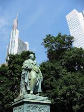 Photo: Goethe ziet dat er door de eeuwen heen veel is veranderd.