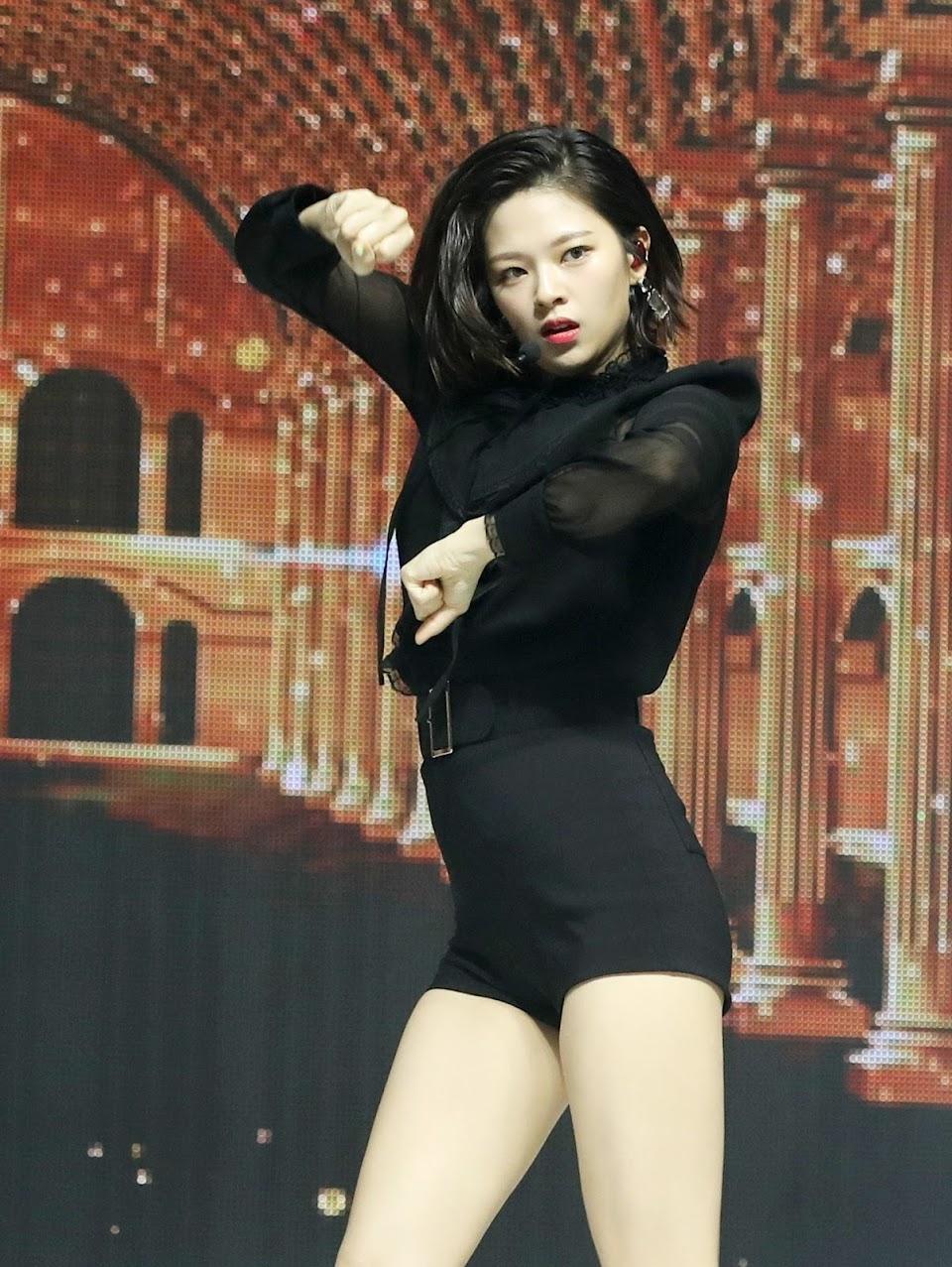 jeongyeon legs 23