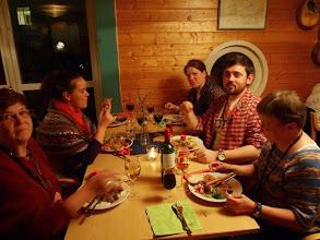 Photo: Gemytlig middag med tillresta deltagare från både när och fjärran.