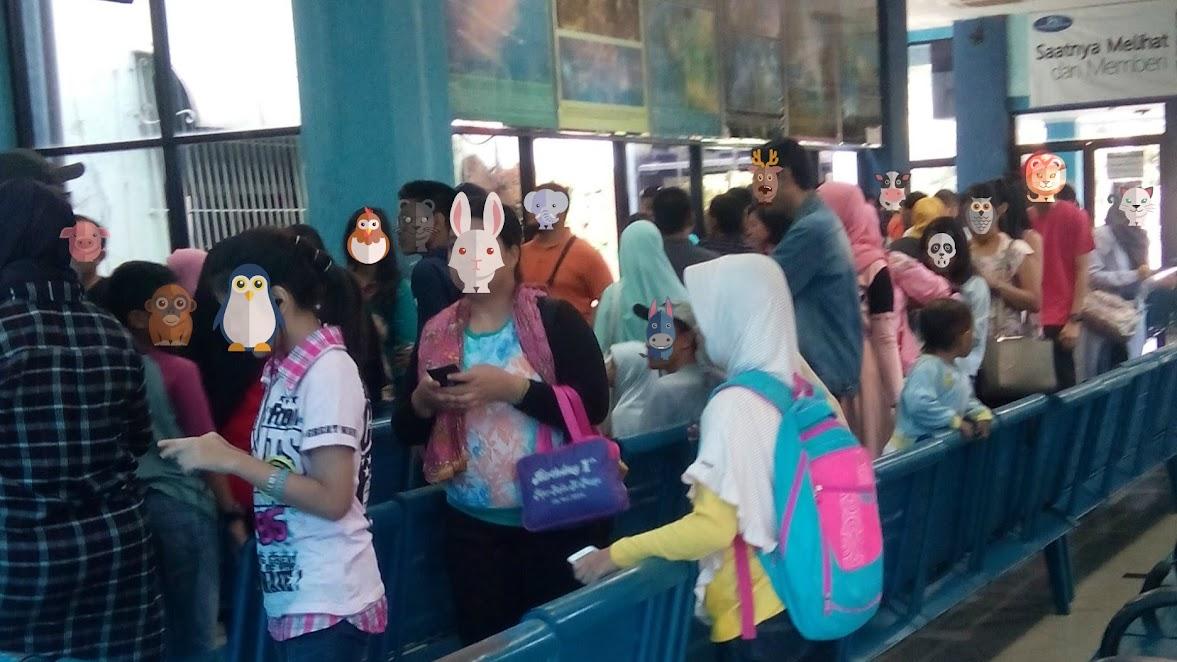 Antrian tiket Planetarium Jakarta