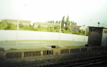 """Photo: Todesstreifen Berlin Mauer DDR Grenze  """"Niemand hat die Absicht, eine Mauer zu errichten.""""  (No one has the intention of erecting a wall!).  Walter Ulbricht am 15.Juni 1961  Am 13. August 1961, begann die Regierung der DDR mit Billigung der Sowjetunion mit dem Bau einer Mauer, die den Ostsektor Berlins von den Westsektoren absperrte. Die Mauer sollte 28 Jahre Bestand haben.  http://www.beepworld.de/members5/jennus/staatssicherheit.htm"""