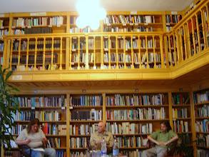 Photo: Szegedtől Szegedig 2008 Pákozdy Miklós hódmezővásárhelyi író az est házigazdáival beszélget