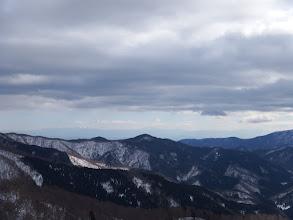 琵琶湖の奥に鈴鹿山脈