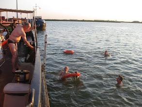 Photo: Even een frisse duik met het warme weer