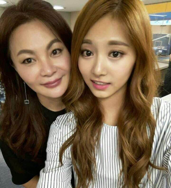 Tzuyu-And-Mom