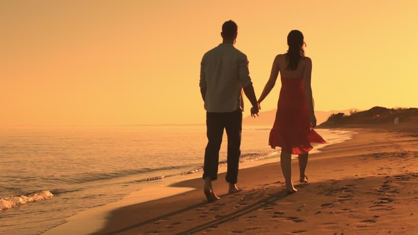 Cách níu kéo bạn trai hiệu quả là gợi nhớ về những kỷ niệm vui vẻ giữa hai người.