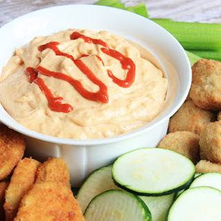 Spicy Garlic Sriracha Dip