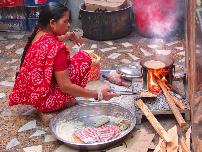 Preparando chapati. di silviola