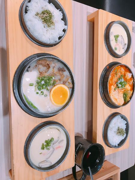 這間專門吃日本料理,有拉麵、豆腐鍋、咖哩系列等,豆腐鍋是他們的招牌,我個人也是吃豚骨口味的豆腐鍋,湯頭濃郁豆腐也很嫩,很美味,另外的茶碗糕也不會太鹹,整體來說很推薦給大家。