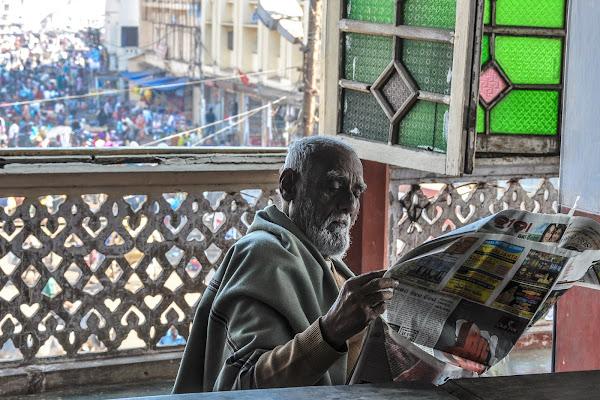 Leggere il giornale in pace di bennardo