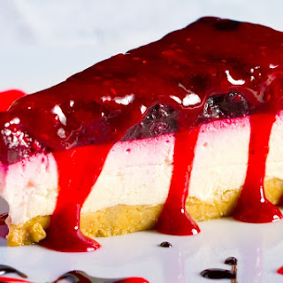 Indulge In A Scrumptious Banana Split Cheesecake