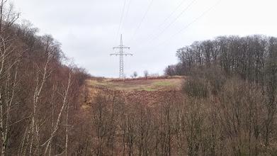 Photo: Ein Mast der Hochspannungsleitung auf der Philippshöhe vom Krebsberg aus gesehen. Vom Masten aus bietet sich ein Panorama auf den Raum Eckesey - Altenhagen - Emst.