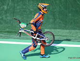 🎥 Alsof het met val van Van der Poel niet erg genoeg was voor Nederland: BMX'er knalt op overstekende official