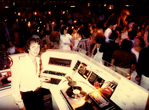 Photo: A packed Saturday in 1978 Hong Kong. The well-dressed crowd gets down to the DJ du Jour @ the Hotel Miramar.