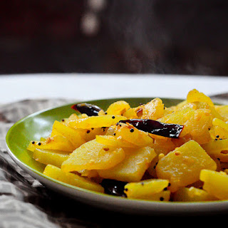 Stir-Fried Raw Papaya / Kaplanga Mezhukkupuratti