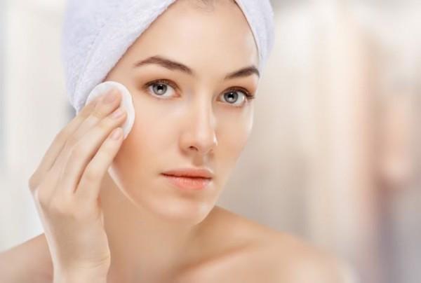 Làm sạch da trước khi xông mặt