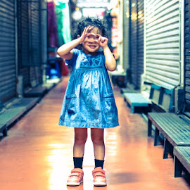 Little niece by Alif Aidid - Babies & Children Child Portraits ( holiday in bkk,  )