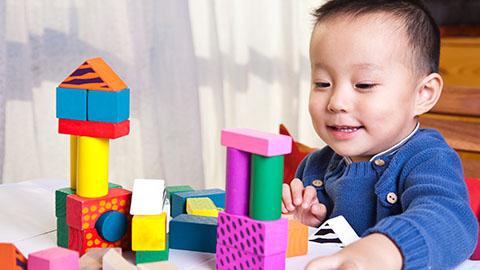 Stimulasi si kecil: Usia 10-12 bulan
