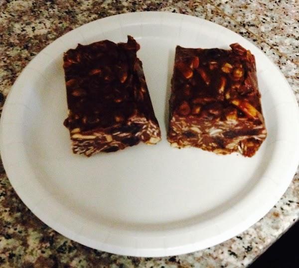 No-bake Chocolate Almond Oat Bars Recipe