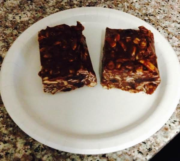 No-bake Chocolate Almond Oat Bars Recipe